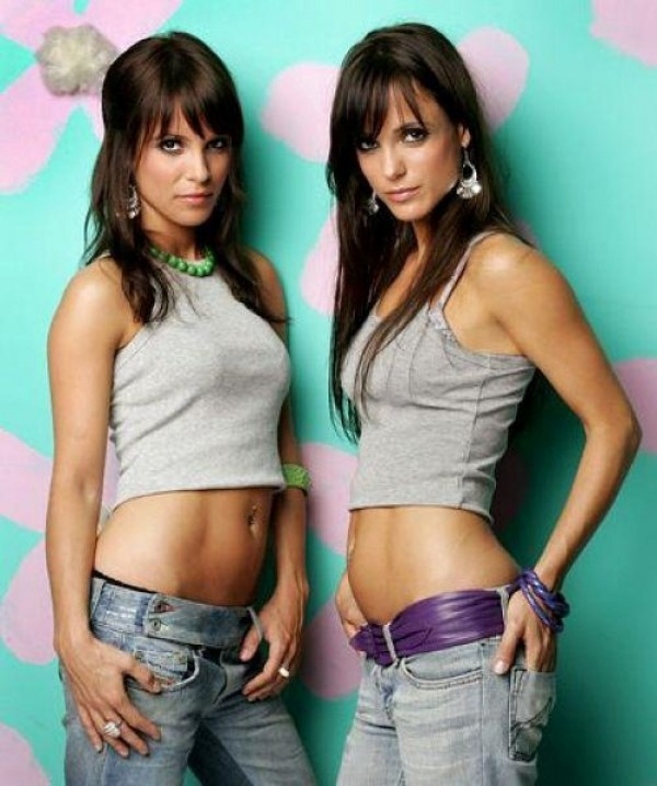 viralnetics beautiful twin girls 07